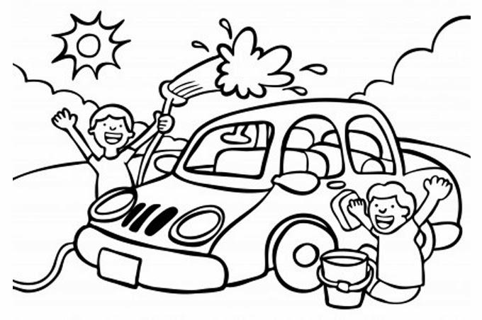 مجموعة من الأولاد ينظفون السيارة
